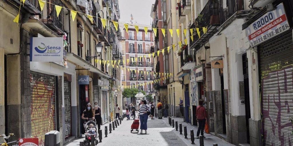 El Ayuntamiento cortará el tráfico hasta el domingo en 18 calles de Centro y Salamanca cercanas a iglesias