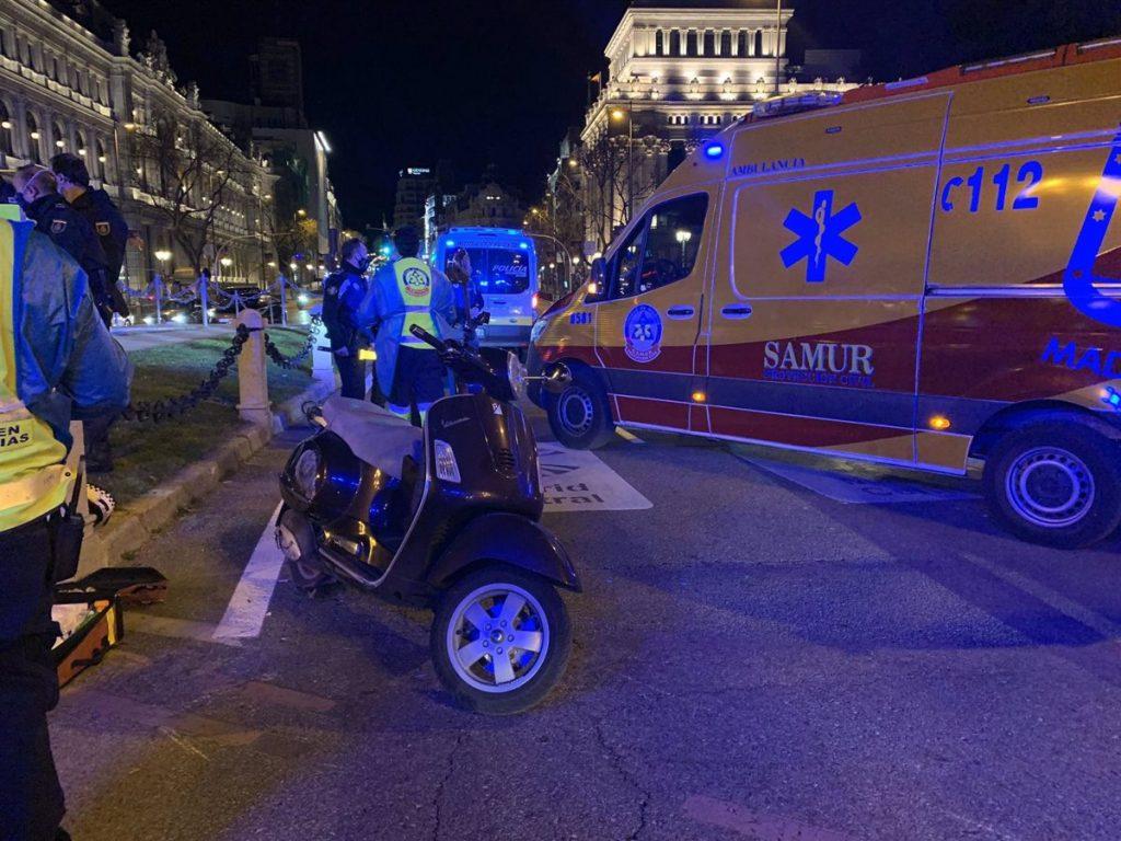 Fallece un hombre de 50 años tras una colisión entre motocicletas en el entorno de Cibeles