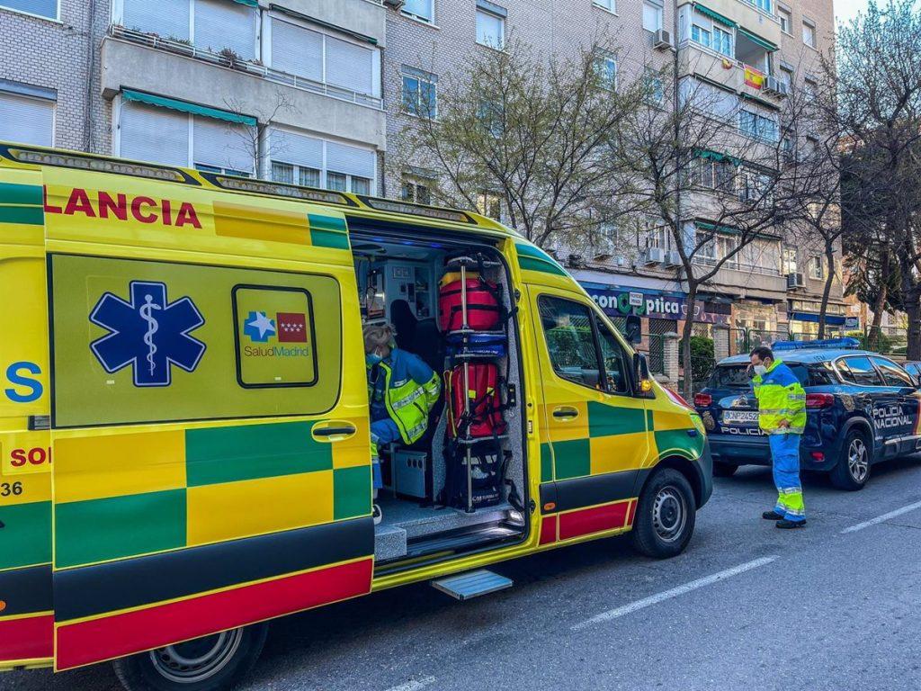 Un hombre mató a su madre y se suicidó tirándose por la ventana de su piso en Aluche