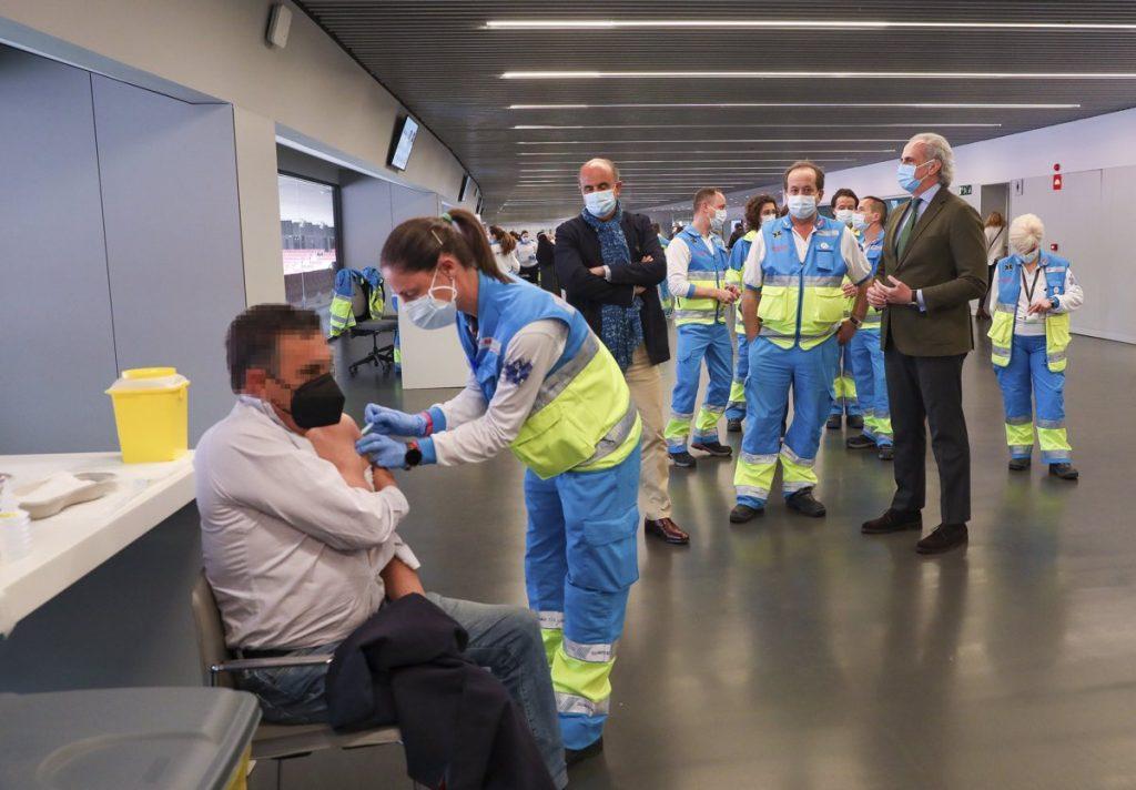 Madrid vacunará con Pfizer a población de 77 a 79 años en Atención Primaria