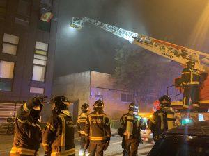 Los bomberos extinguen un incendio sin heridos en una nave de Puente de Vallecas