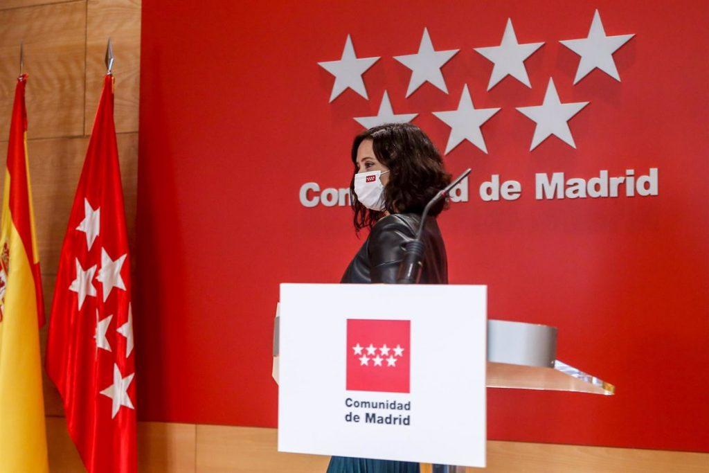 """Madrid no se plantea suspender la vacunación con AstraZeneca porque la EMA """"sostiene que es segura"""""""