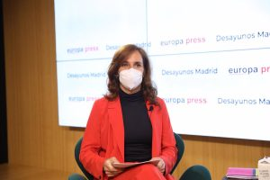 Mónica García quiere implantar el modelo de Medialab-Prado en el Zendal