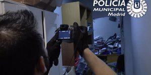 Requisan 3.830 prendas falsas en un piso de Lavapiés, la mayor cantidad intervenida en un domicilio