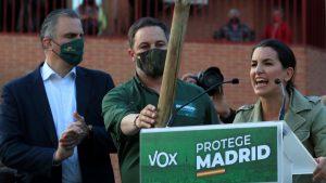 """Detienen a un tuitero por escribir """"Monasterio y Abascal colgados del Puente de Vallecas"""""""