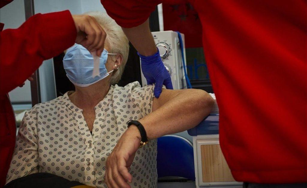La Comunidad inicia esta semana la vacunación a pacientes de alto riesgo en 15 hospitales