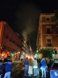 Bomberos de Madrid apagan un incendio en un edificio en obras del distrito Centro