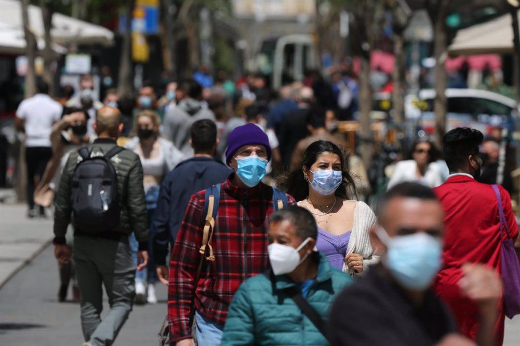 La Comunidad de Madrid valora suprimir la obligatoriedad de la mascarilla en espacios abiertos
