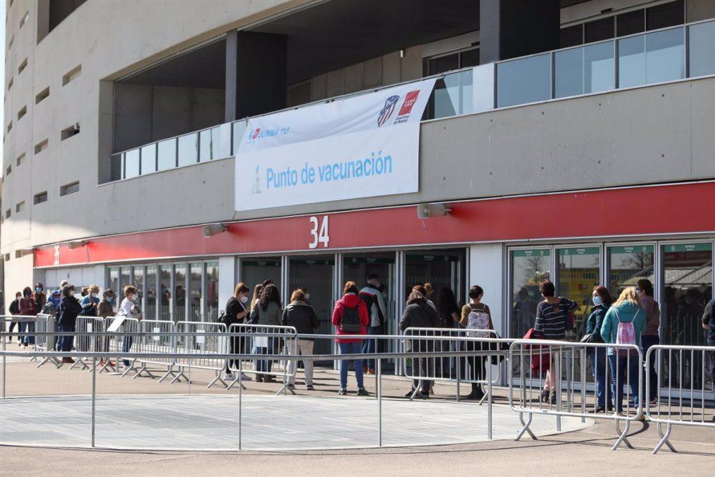 Madrid comenzará a vacunar la próxima semana a personas de entre 50 y 55 años