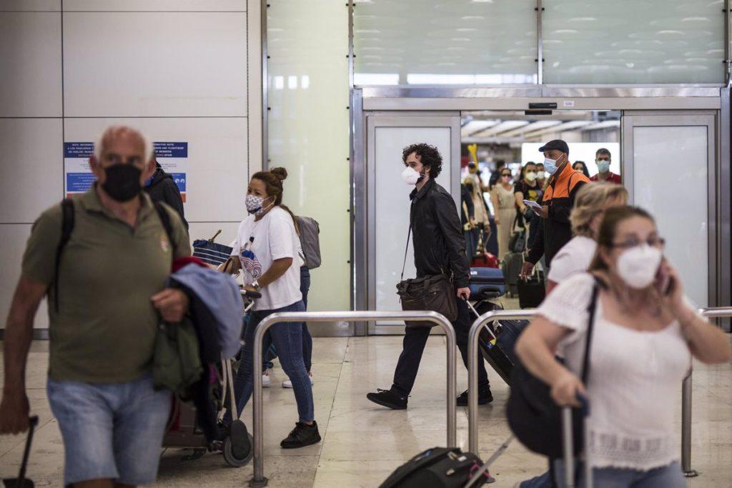 """Madrid solicitó a Darias una reunión para establecer medidas """"eficaces"""" en Barajas"""