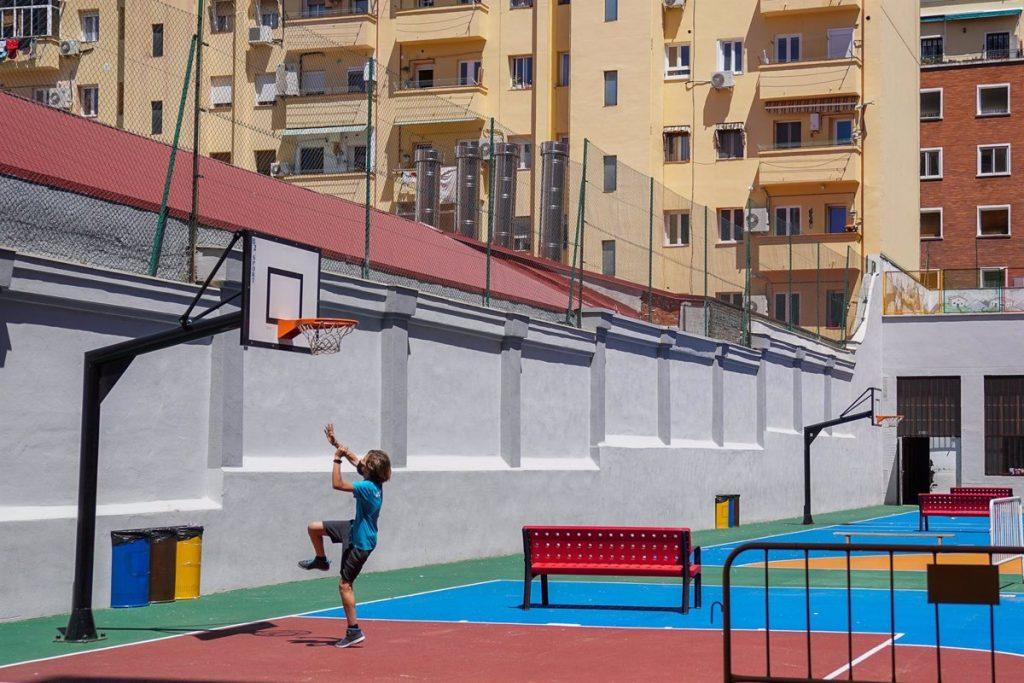 """Ossorio ve """"muy posible"""" que los niños no lleven mascarilla en los patios de los colegios"""