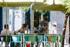 Las terrazas de hostelería en Madrid ampliadas por la pandemia cerrarán a medianoche