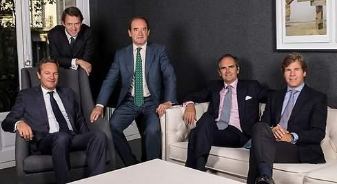 los socios de Portobello: Carlos Dolz, sentado a la derecha. Iñigo Sánchez Asiain, a su lado. Ramón Cerdeiras en el centro. Juan Luis Ramirez sentado a la izquierda. Luis Peñarrocha, de pie a la izquierda.