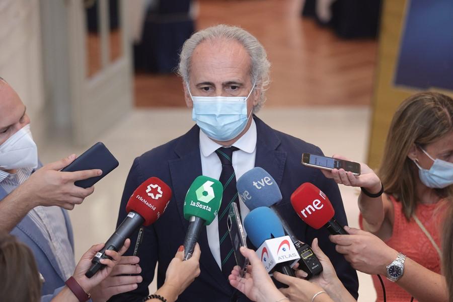 """Escudero subraya que el 70% de población vacunada """"no es suficiente"""" para controlar la variante Delta"""