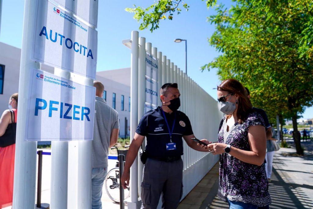 El Hospital Zendal reduce el ritmo de vacunación para atender el aumento de ingresos hospitalarios