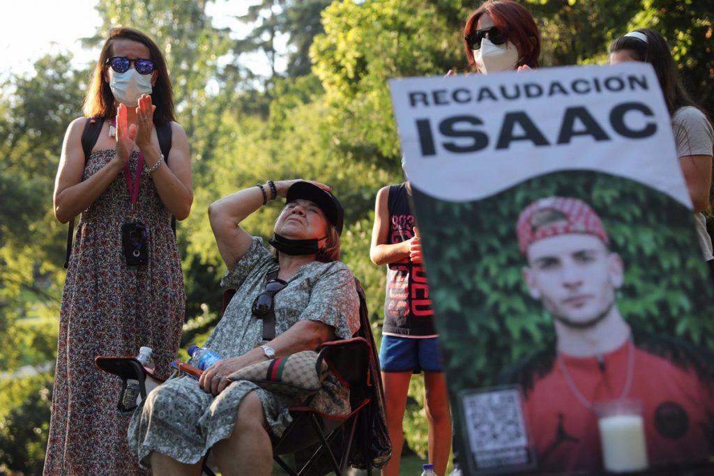 Convocan un minuto de silencio por Isaac, el joven con síndrome de Asperger asesinado en la calle Comercio