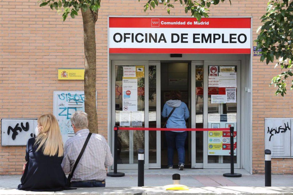 El paro en la Comunidad de Madrid baja en 8.105 personas en junio, un 1,89% menos