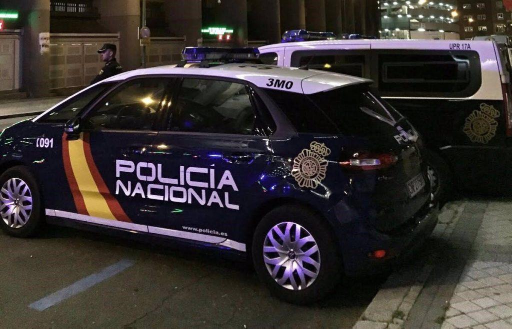 Un juez investiga a 12 policías por entrar a la fuerza en una casa de Villaverde durante una fiesta