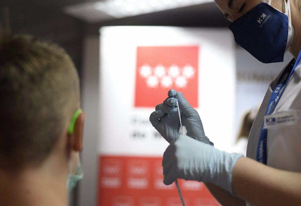 Madrid estudia ampliar los test de antígenos gratuitos tras el éxito del punto en Plaza de Castilla