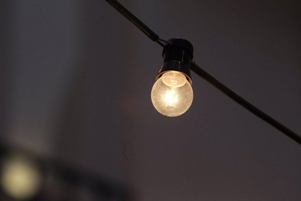 El precio de luz encadena otro récord este martes y se dispara hasta los 130 euros por MWh