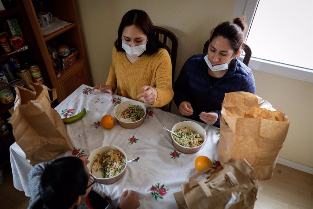 El Ayuntamiento elimina la lista de espera en el servicio de comida a domicilio para personas mayores