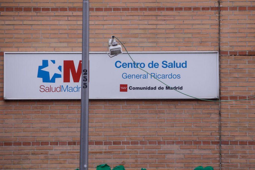 La incidencia en Madrid baja a 316,9 casos, con 14 distritos en riesgo extremo y Usera a la cabeza