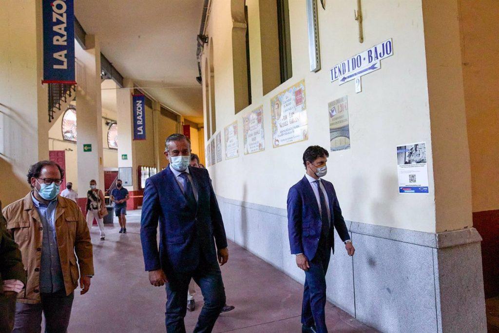 """Madrid defiende una tercera dosis para personas inmunodeprimidas, """"como proponen otros países del mundo"""""""