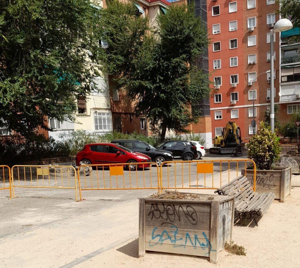 """Vecinos del barrio de La Guindalera muestran su descontento por las """"interminables"""" reformas en sus calles"""