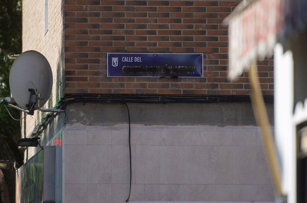Vandalizan las placas de la calle del General Millán Astray apenas seis después de su restitución