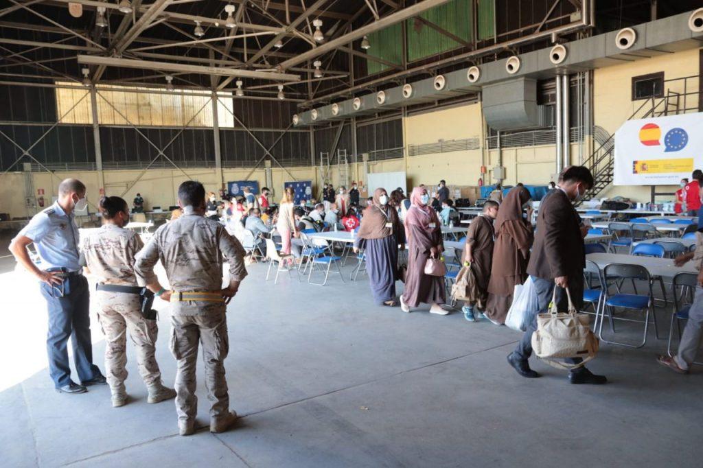 Un total de 68 refugiados afganos han sido derivados a centros del sistema de acogida español en Madrid