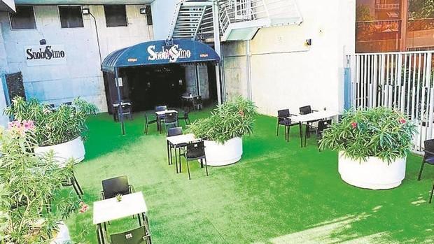 La discoteca Snobissimo resurge en la calle López de Hoyos tras su cierre temporal