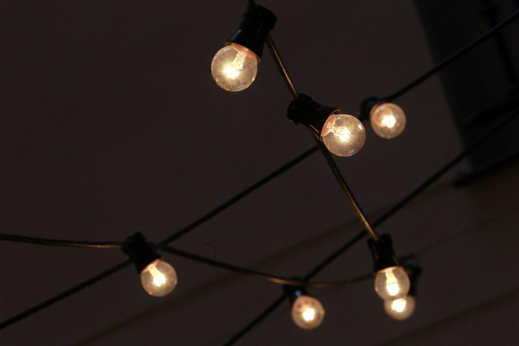 El precio de la luz se relaja este viernes, con una caída del 11,6%, hasta los 166,29 euros/MWh
