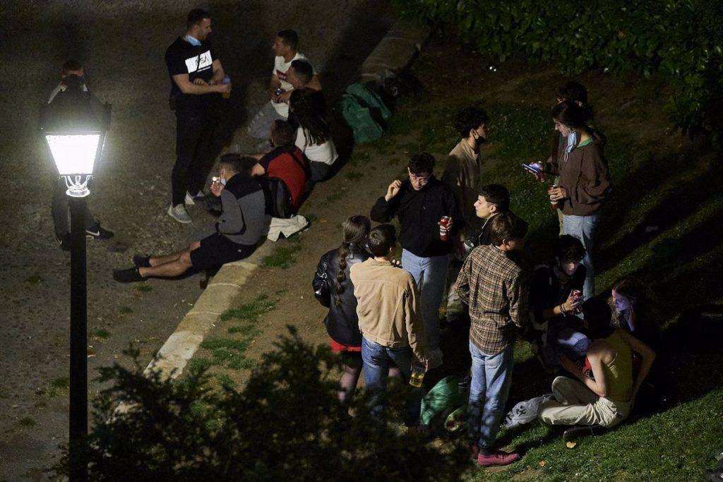 La Policía de Madrid interpuso hasta 694 multas por botellones este fin de semana