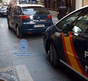 La Policía Nacional ha detenido a un chico de 16 años y a otro de 18 por el apuñalamiento de un joven de 19 años ayer por la tarde en el parque de Comillas de Madrid, fruto de una reyerta entre bandas latinas rivales, una portavoz de la Jefatura Superior de la Policía de Madrid