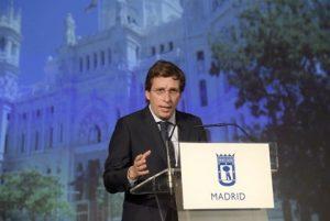 """Almeida asegura que en Madrid """"cualquiera puede amar a quien quiera"""" y espera que agresores sean detenidos pronto"""