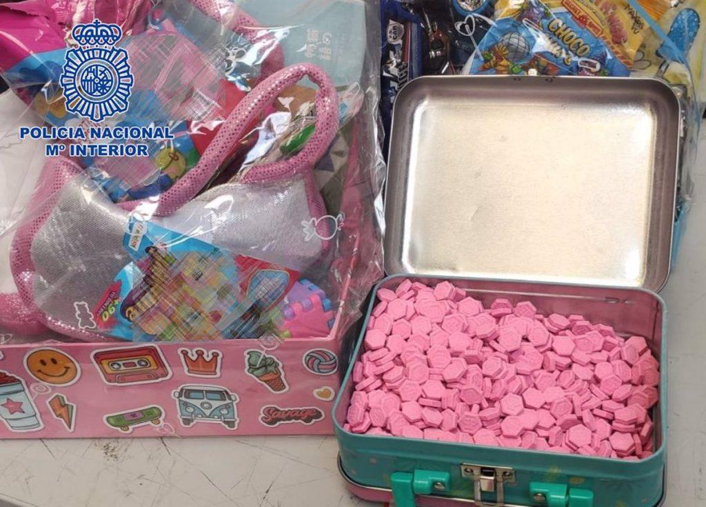 Desmantelada una red que ocultaba pastillas de éxtasis en juguetes y alimentos en una empresa de paquetería