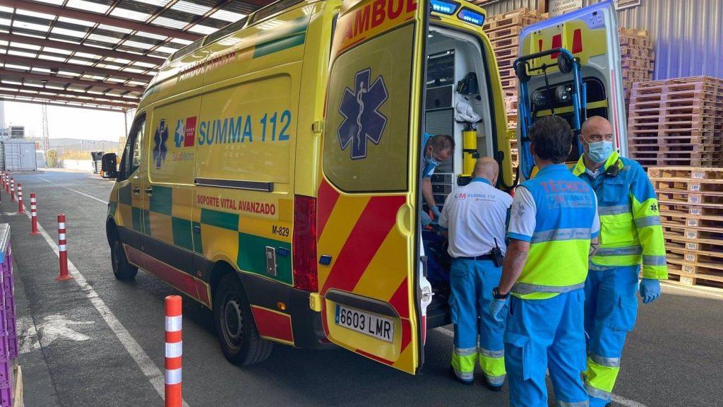Un hombre herido de gravedad es encontrado en la calzada en la Avenida de los Poblados con varios traumatismos