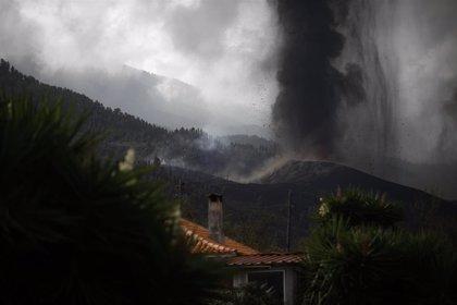 """Ayuso ofrece la ayuda de la Comunidad de Madrid a La Palma y muestra toda la """"cercanía y solidaridad"""" a sus habitantes"""