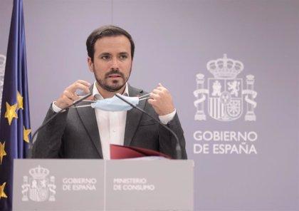 """Garzón ve """"erróneo"""" eliminar impuestos a la tragaperras y denuncia """"nexos"""" del PP con el sector del juego"""