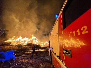 El humo del incendio en la planta de San Sebastián de los Reyes provoca varios avisos al 112