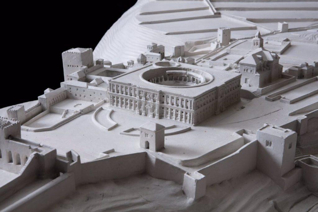 Maquetas de bastiones como la Alhambra, San Juan de Ulúa o la Puerta del Sol de Toledo llegan a Condeduque