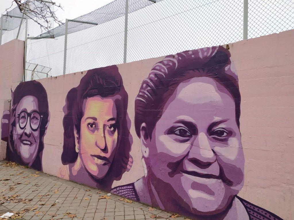 """Casi 400 mujeres condenan el mural feminista de Ciudad Lineal: """"Tiene un trasfondo antigitano y machista"""""""