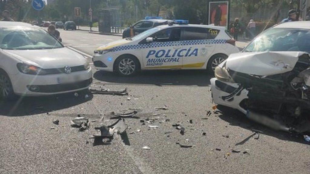 Detenidos los ocupantes de un vehículo robado tras una persecución por Aluche que dejó dos heridos