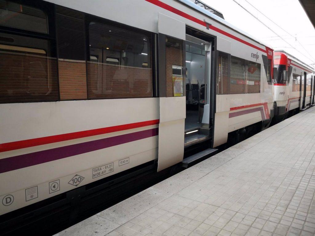 Fuertes demoras en siete líneas de Cercanías Renfe por acumulación de trenes en Chamartín