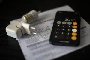 El precio de la luz baja este viernes un 2,1%, hasta los 203,54 euros/MWh