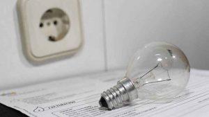 La luz vuelve a subir este lunes hasta los 225,36 euros/MWh