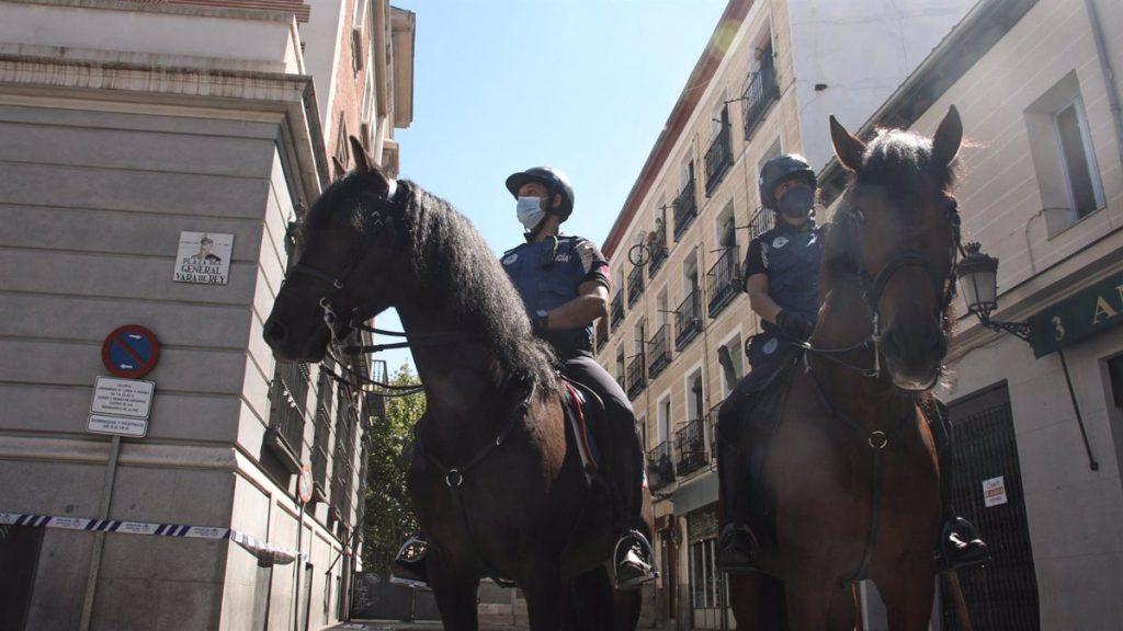 Madrid se blinda ante el botellón: agentes de paisano, escuadrón de caballería y drones